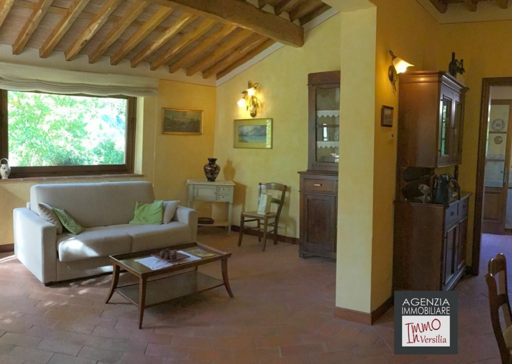 Sale Villas undefined - Toscana - Camaiore -montemagno: Semi-detached Villa In Rustic Locality