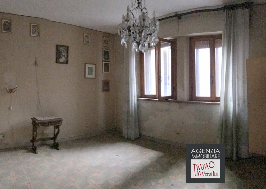 Sale Independent Houses undefined - Valpromaro: Townhouse of 300 sqm + Garage 42 sqm + land Locality