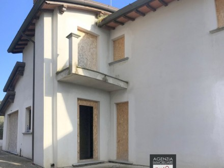 Capezzano - (To Be Completed): Beautiful Semi-Detached With Garden