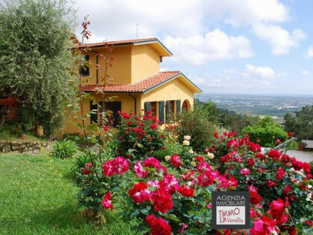 Villa Signorile with spectacular views and swimming pool and large garden